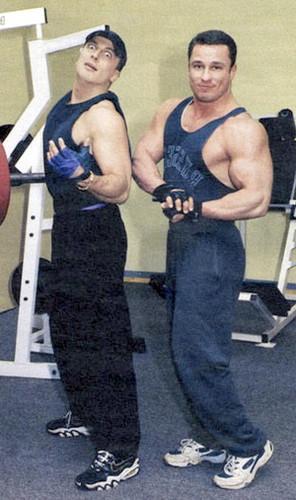 Дмитрий Нагиев с братом в спортзале