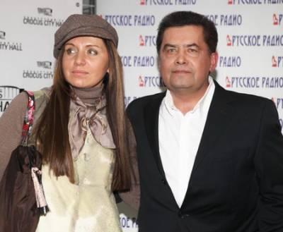 Николай Расторгуев, жена