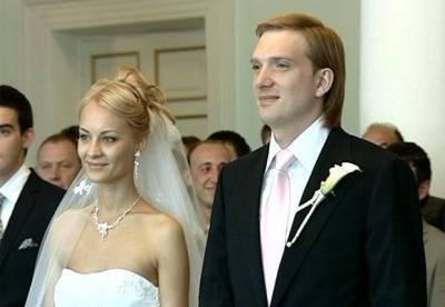 Андрей Бурковский, жена