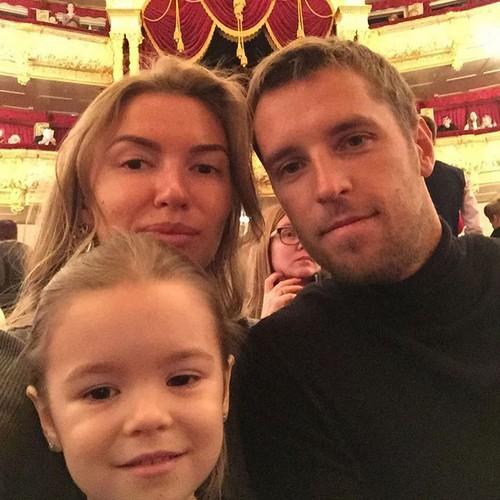 Жена Дмитрия Комбарова - фото, личная жизнь, новости