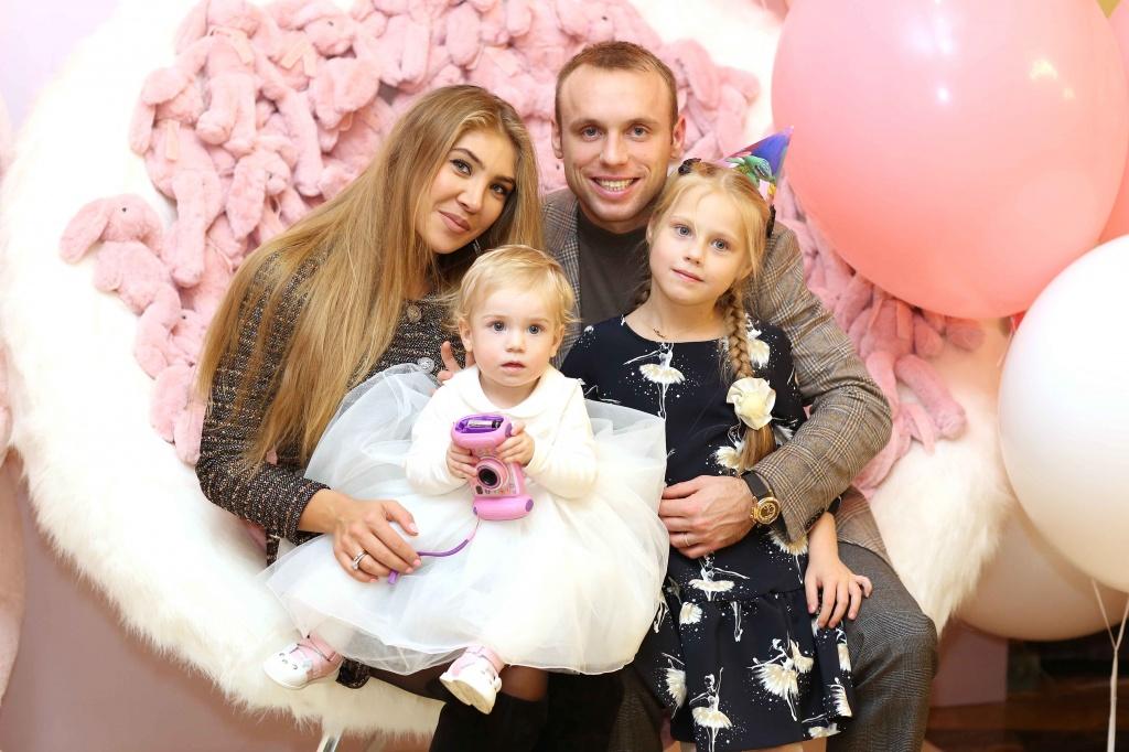 Жена Дениса Глушакова - фото, измены, скандал, последние новости