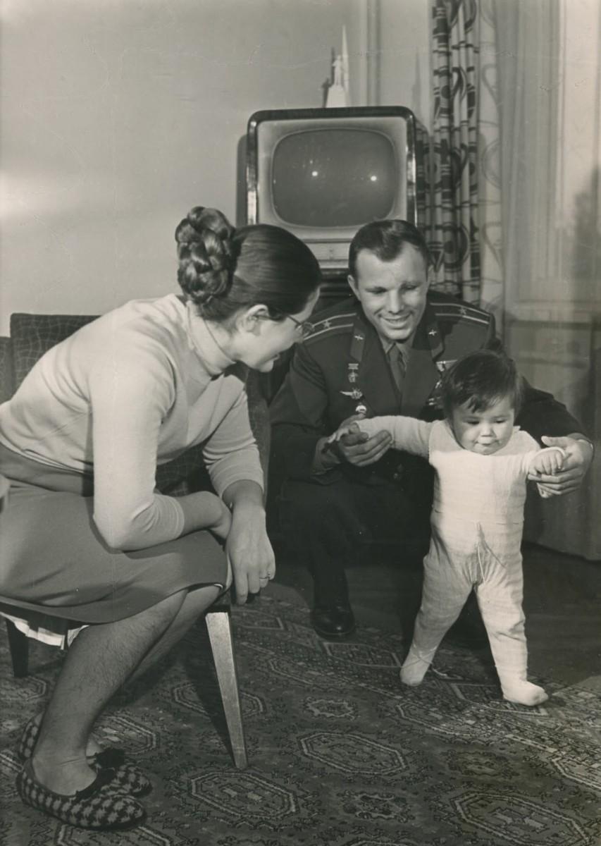 Жена Юрия Гагарина в молодости и сейчас - биография, дети