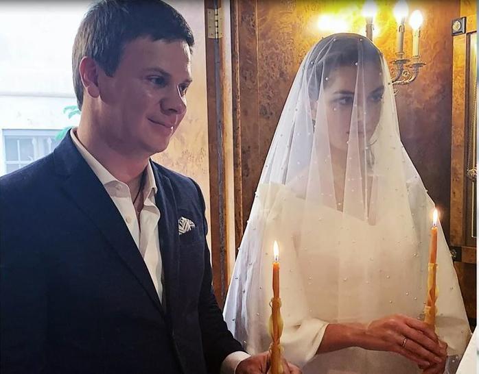 Жена Дмитрия Комарова - фото, личная жизнь, биография ведущего