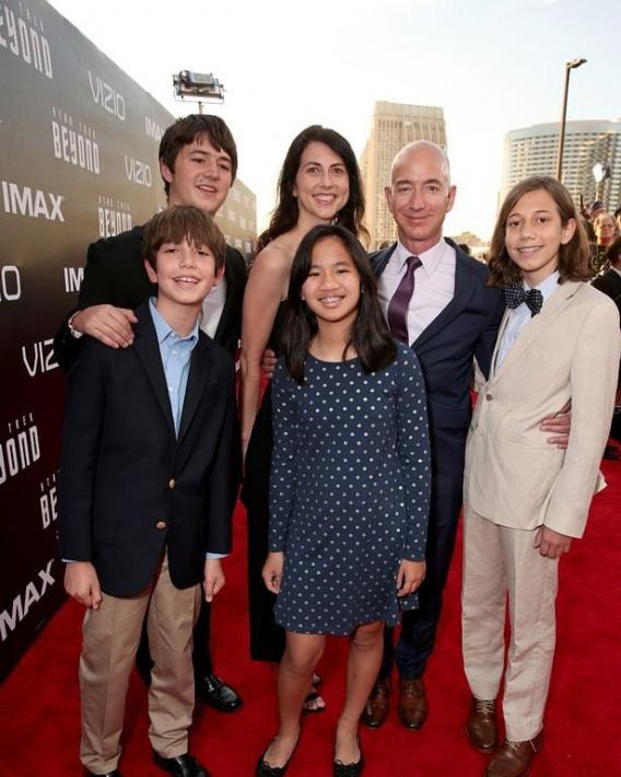 Жена Джеффа Безоса - фото, дети, причина развода, любовница