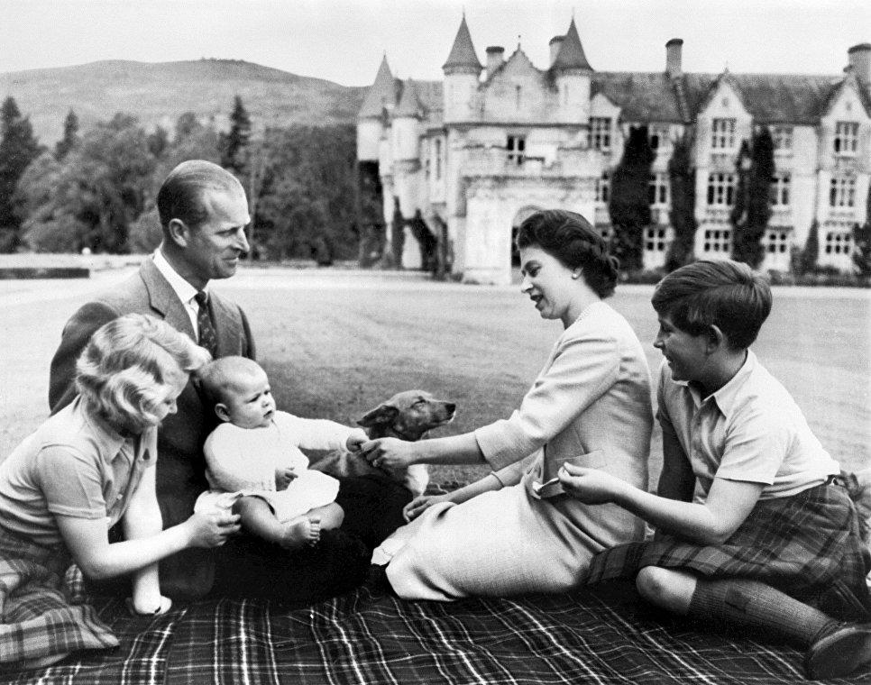 Муж королевы Елизаветы II - фото в молодости и сейчас