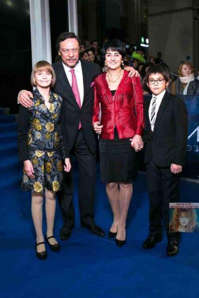 5 звездных пар, воспитывающих приемных детей