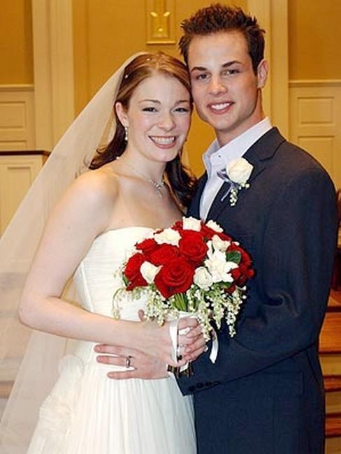 Знаменитости, сыгравшие свадьбу после школьного выпускного