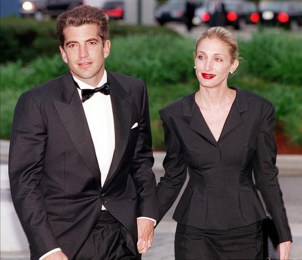 5 знаменитых пар, ушедших из жизни в один день
